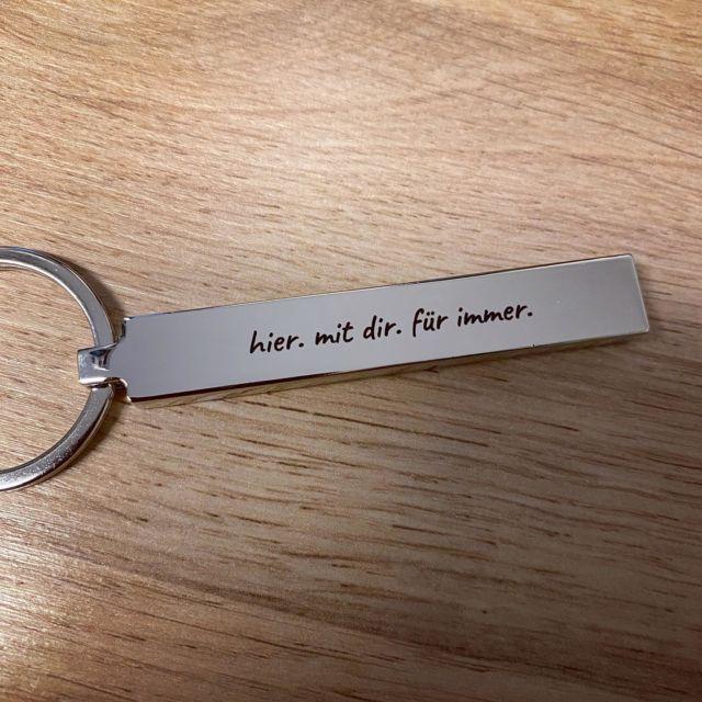 """Unser beliebter Schlüsselanhänger """"Blocky"""" mit Wunschgravur.  #gravur #gravieren #wunschgravur #schlüsselanhänger #schlüsselbund #schlüsselschmuck"""