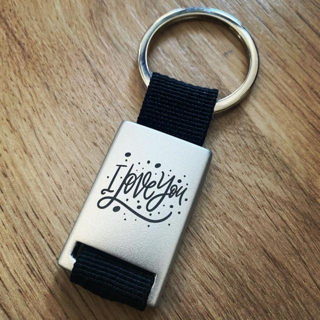 Schlüsselanhänger uvm. mit Wunschgravur  #schlüsselanhänger #gravur #gravieren #wunschgravur #individuell #personalisiertegeschenke #giveaways @lasertexx